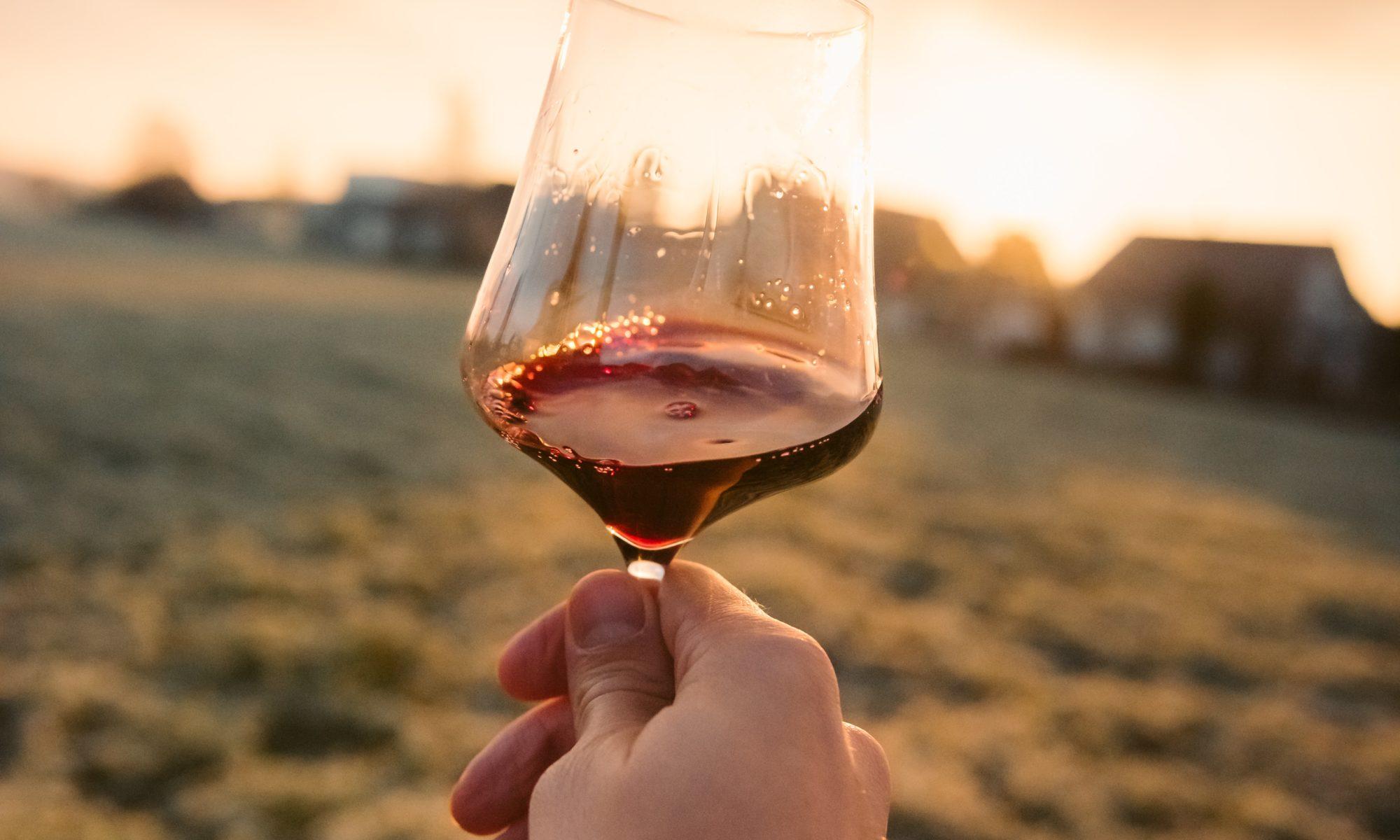 Verre de vin rouge - contact- une autre cave